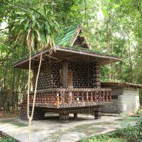 Wat Lan Khuad (Храм миллиона бутылок)